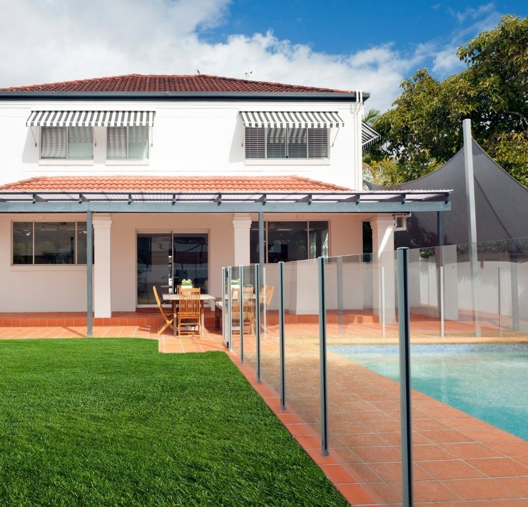 CairnsGlaziers-Glass Pool Fence