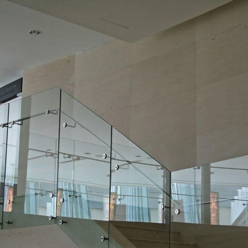 Glass-balustrade-cairns